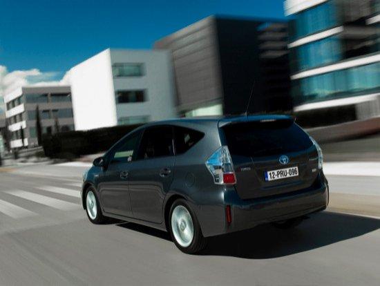 El Prius+ es el primer híbrido de Toyota no enchufable que incorpora batería de litio.