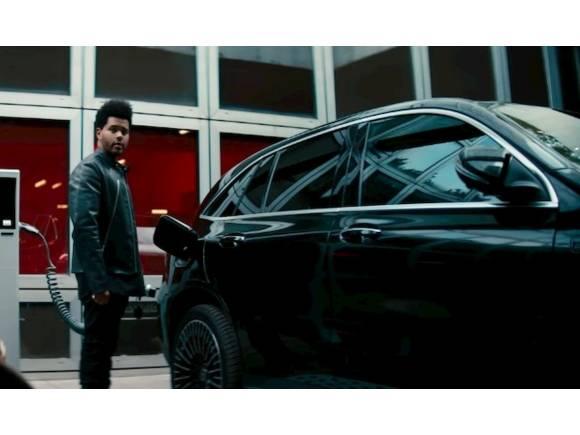 Mercedes ensalza su historia en su último spot del eléctrico EQC