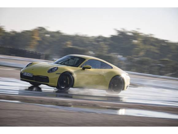 Modo Wet del nuevo Porsche 911 (992), seguridad sobre mojado