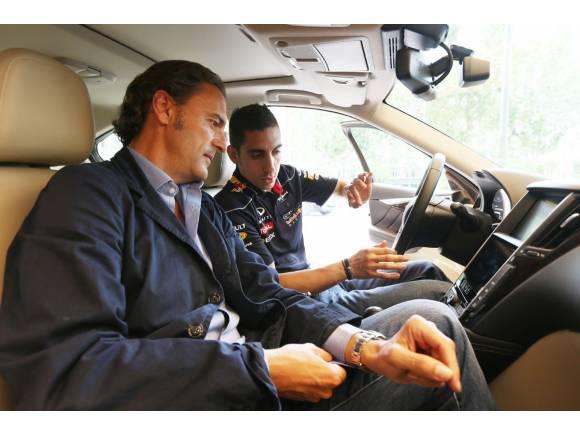Sébastien Buemi visita el Tour Infiniti Q50