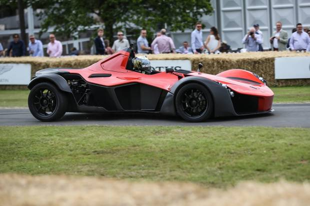 Video: El BAC Mono debuta en Goodwood con récord