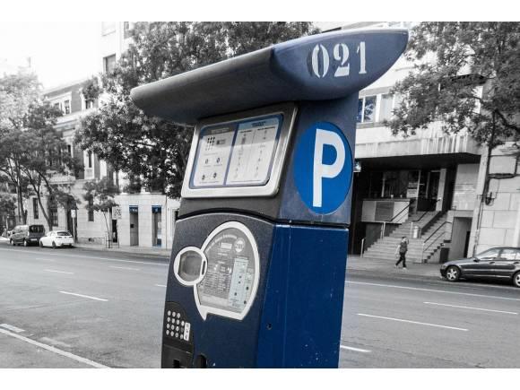 Los ayuntamientos cobrarán más a los vehículos grandes en sus parquímetros