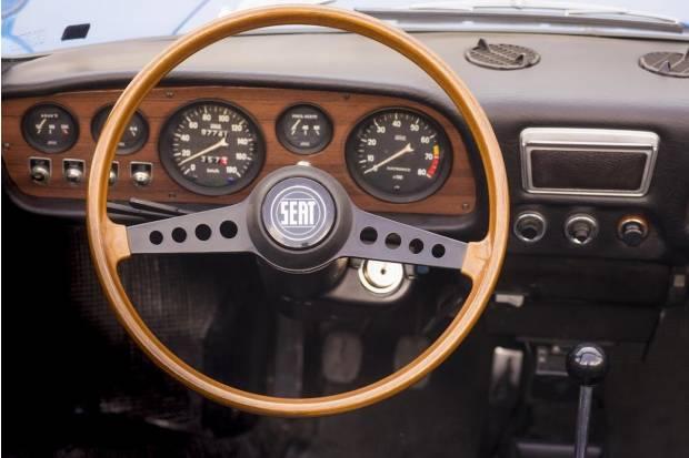 El volante, de un simple aro a centro de mando del coche