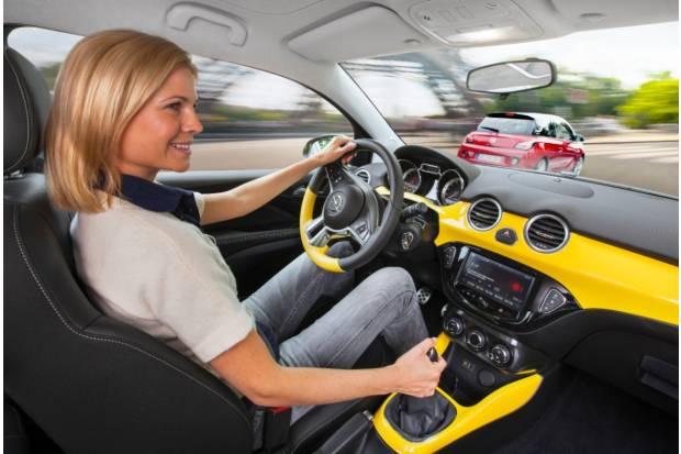 Conducir con el carnet de conducir caducado: ¿qué multa me puede caer?