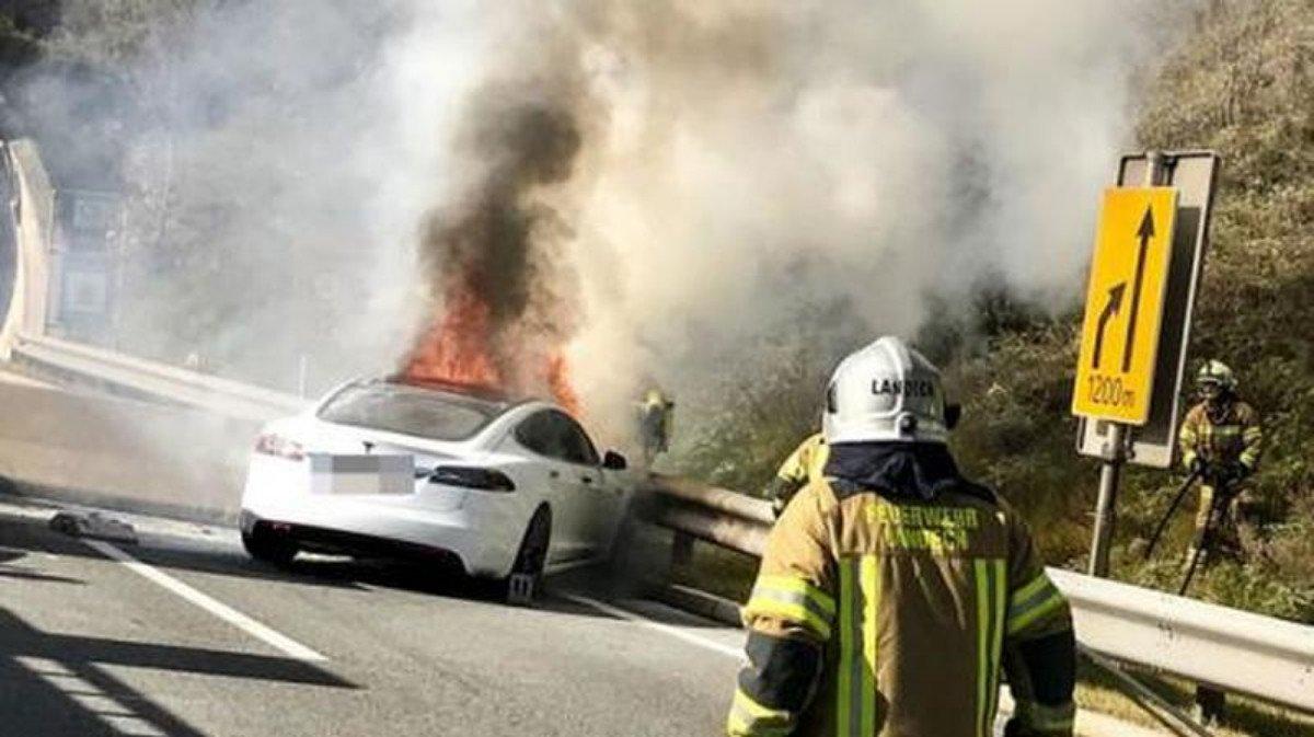 Fuego coche eléctrico
