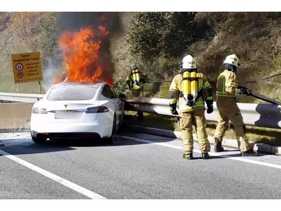 ¿Cómo y por qué puede arder un coche eléctrico?