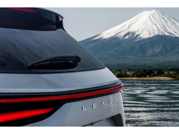 Primeros detalles del Lexus NX 2022: tendrá una versión híbrida enchufable