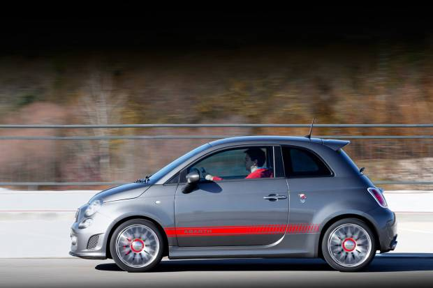 prueba abarth 595 turismo el punto intermedio. Black Bedroom Furniture Sets. Home Design Ideas