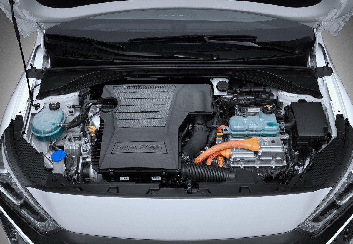 Comprar un coche híbrido enchufable: ofertas, claves, pros y contras