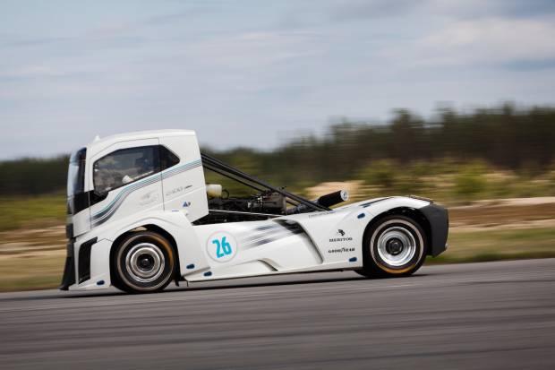 Goodyear calza un camión de 4,5 toneladas que coge 276 km/h