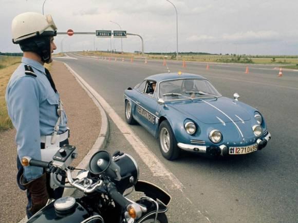 Multas: ¿Qué pasa cuando multan al conductor y no es el propietario del coche?