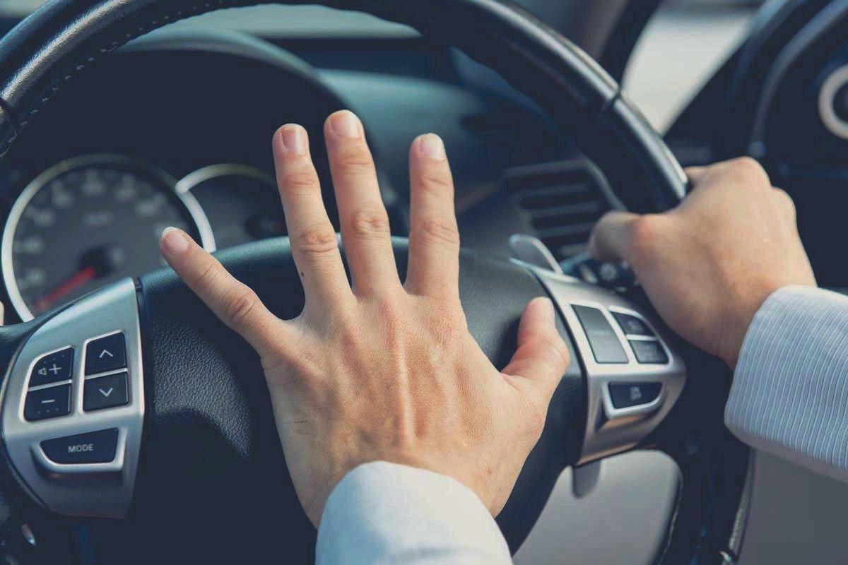 agresividad volante coche