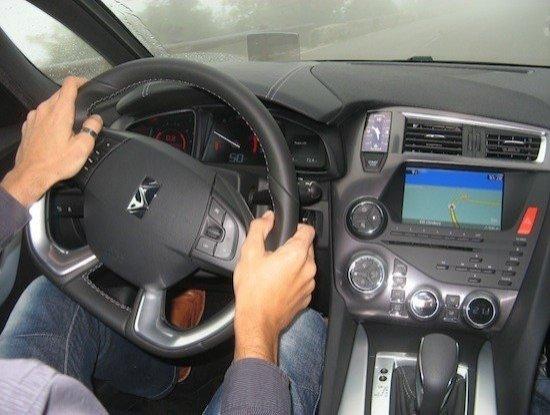 Postura correcta conducir
