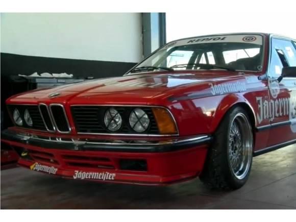 Al volante de un BMW 635 CSI GRUPO A
