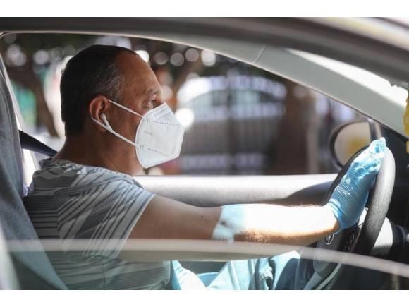 Multas por no llevar mascarilla en el coche: así te pueden sancionar