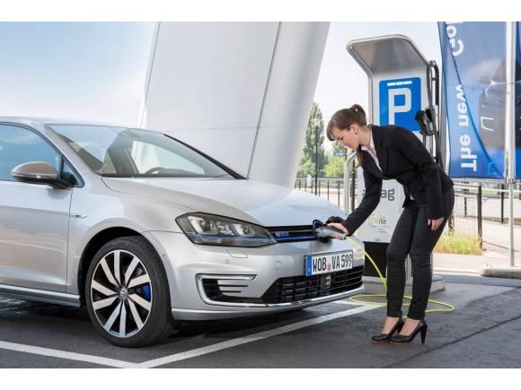 Canarias no cobrará IGIC a los coches ecológicos, en Baleares son todo prohibiciones