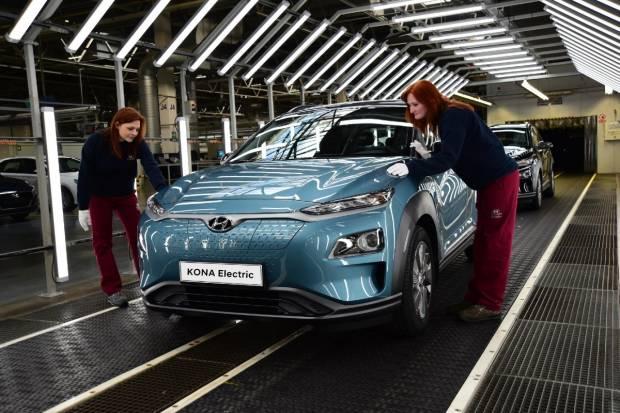El Hyundai Kona eléctrico triplica su producción para acelerar las entregas