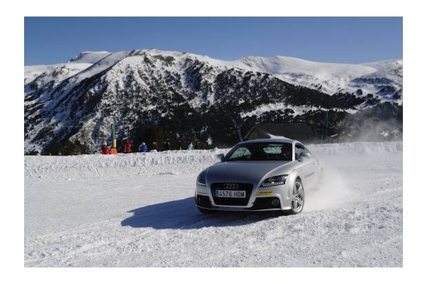 Vídeo: Audi Winter Driving Experience