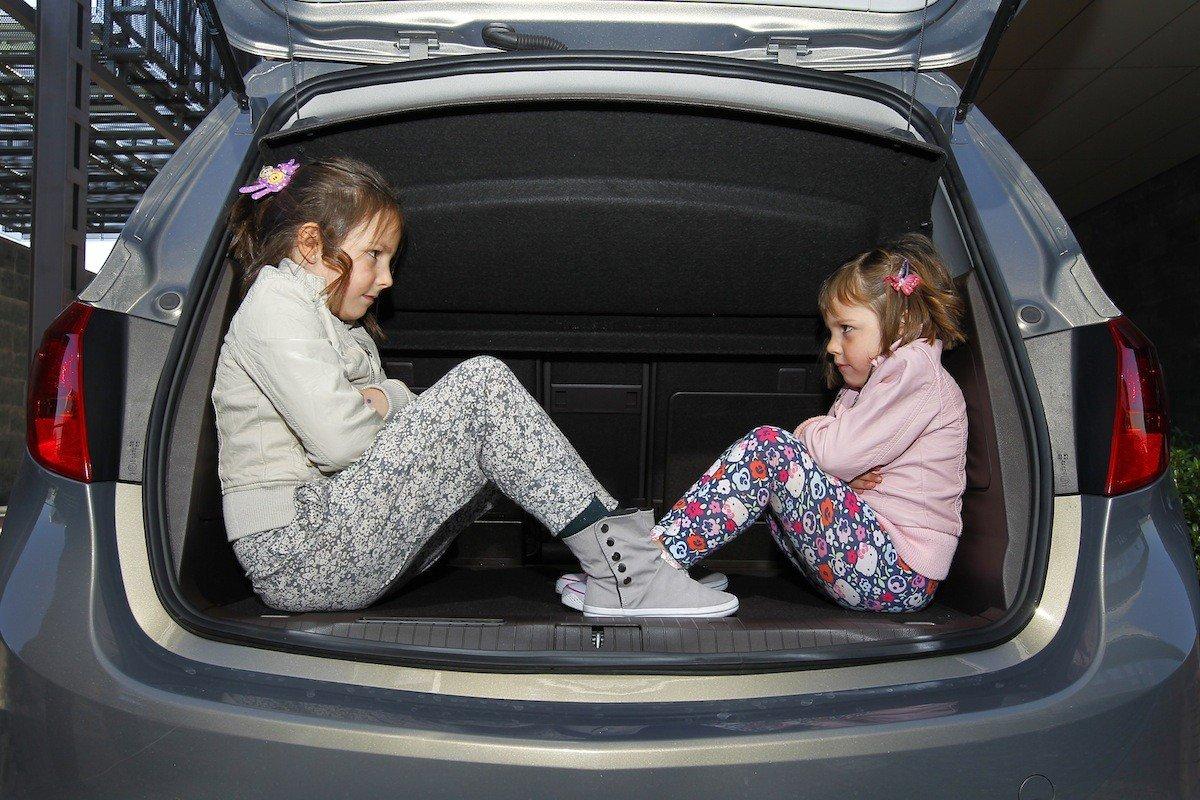 Ni os en el coche todo lo que dice la ley for Asientos infantiles coche