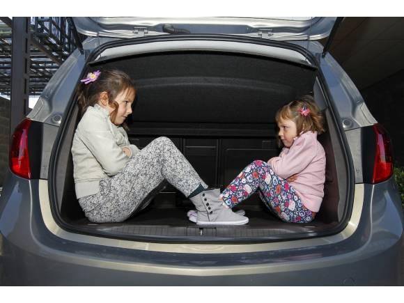 Niños en el coche: Todo lo que dice la Ley