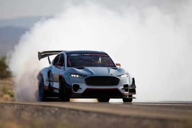 La locura de Ford y su Mach-E 1400: siete motores y... ¡¡1.419 CV!!