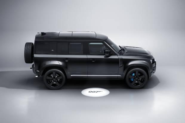 Land Rover, con 007: el Defender V8 Bond Edition y Land Rover Sport SVR