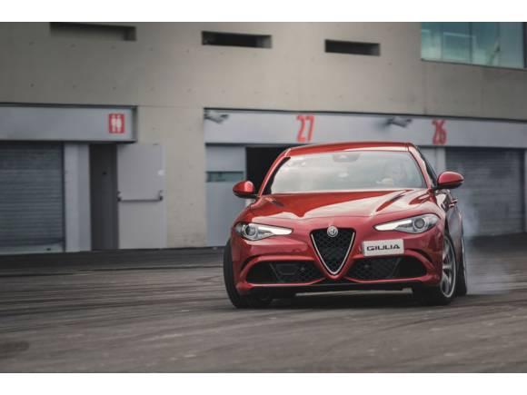 Alfa Romeo entrega sus coches al Atlético de Madrid