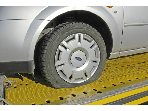 Cómo actuar en caso de pinchazo o un reventón en un neumático
