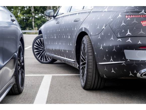 Mercedes Clase S: ruedas direccionales, detector de baches,...