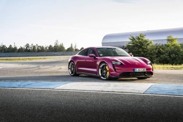 El Porsche Taycan tiene novedades: más autonomía, parking remoto o Android auto