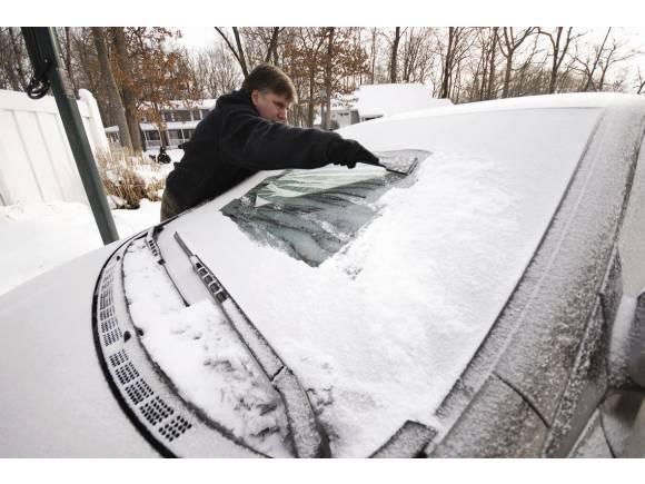 Cómo quitar el hielo del parabrisas de tu coche