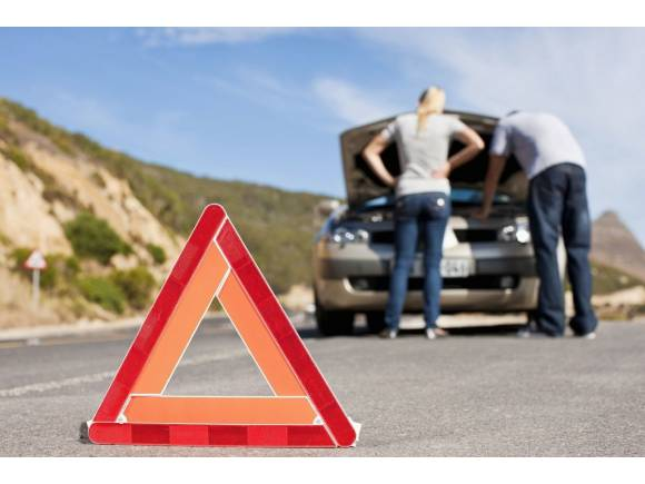 Los triángulos de emergencia dejan de ser obligatorios en los coches el 1 de julio