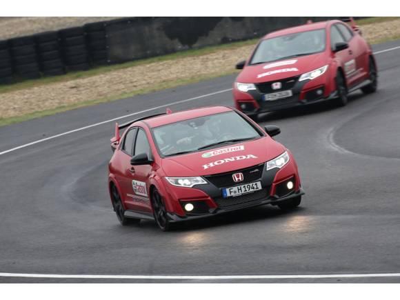 Vídeo: carrera entre un Civic Type-R, Civic WTCC y una Honda MotoGP