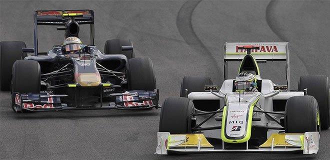Button adelantando a Jaime Alguersuari