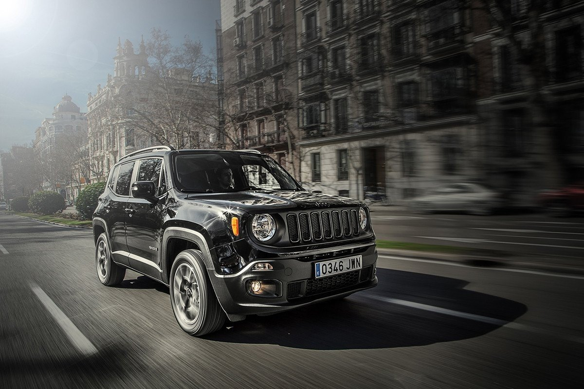 el jeep renegade estrena dos nuevas versiones night eagle ii y deserthawk. Black Bedroom Furniture Sets. Home Design Ideas