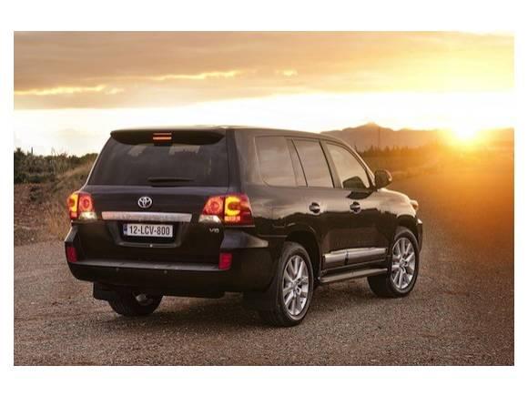 Nuevo Toyota Land Cruiser 200, mejor equipado