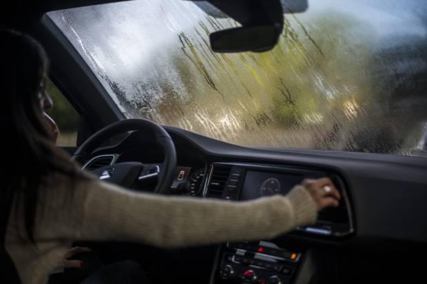 El mejor truco para desempañar los cristales del coche