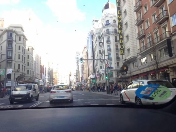 ¿Cómo hay que hacer giros en ciudad? Así es la manera más segura