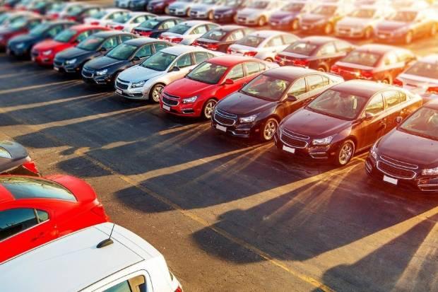 Las ventas de coches, en números rojos pero en recuperación: pérdidas de un 37%