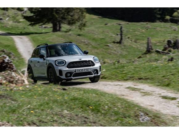 Comparativa Mini Countryman SE y BMW X1 xDrive25e: duelo de híbridos enchufables