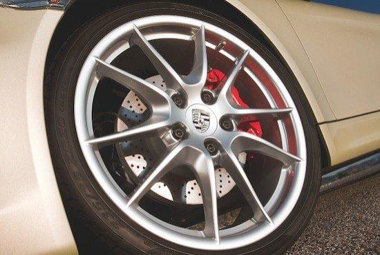 Aunque exige lo máximo de los neumáticos, las llantas de 19