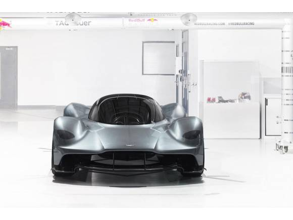 Aston Martin y Red Bull lanzan el superdeportivo AM-RB 001