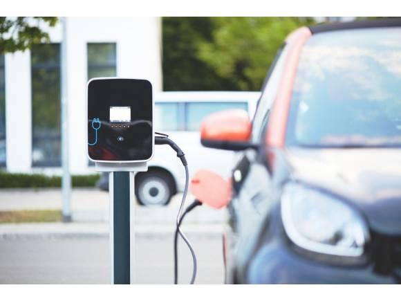 ¿Por qué las baterías del coche eléctrico cargan más lento a partir del 80%?