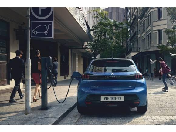 Mercedes y Stellantis unen fuerzas para hacer frente a China en producción de baterías