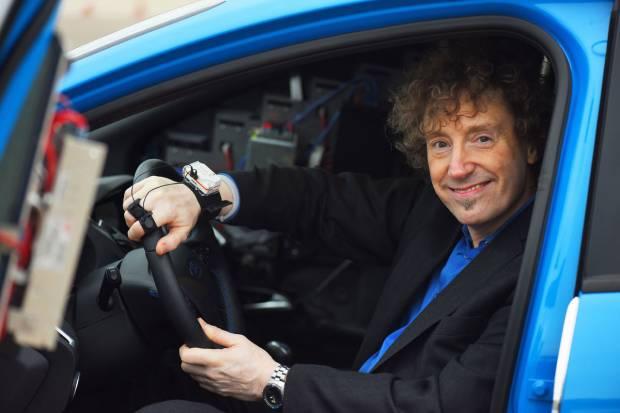 Cómprate un coche deportivo y sé feliz