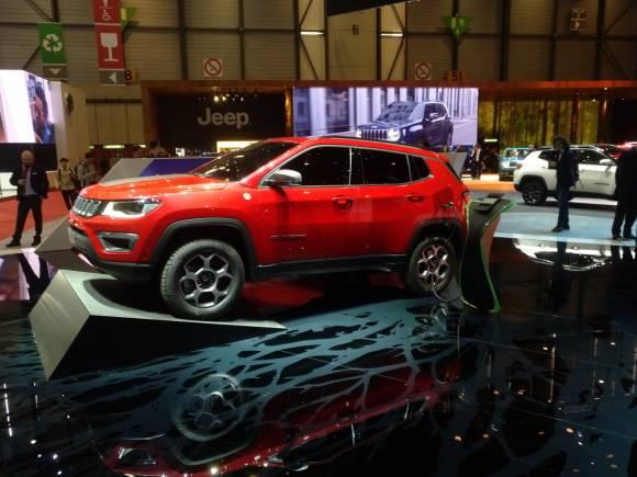 El Jeep Compass tendrá versión híbrida enchufable y acabado S