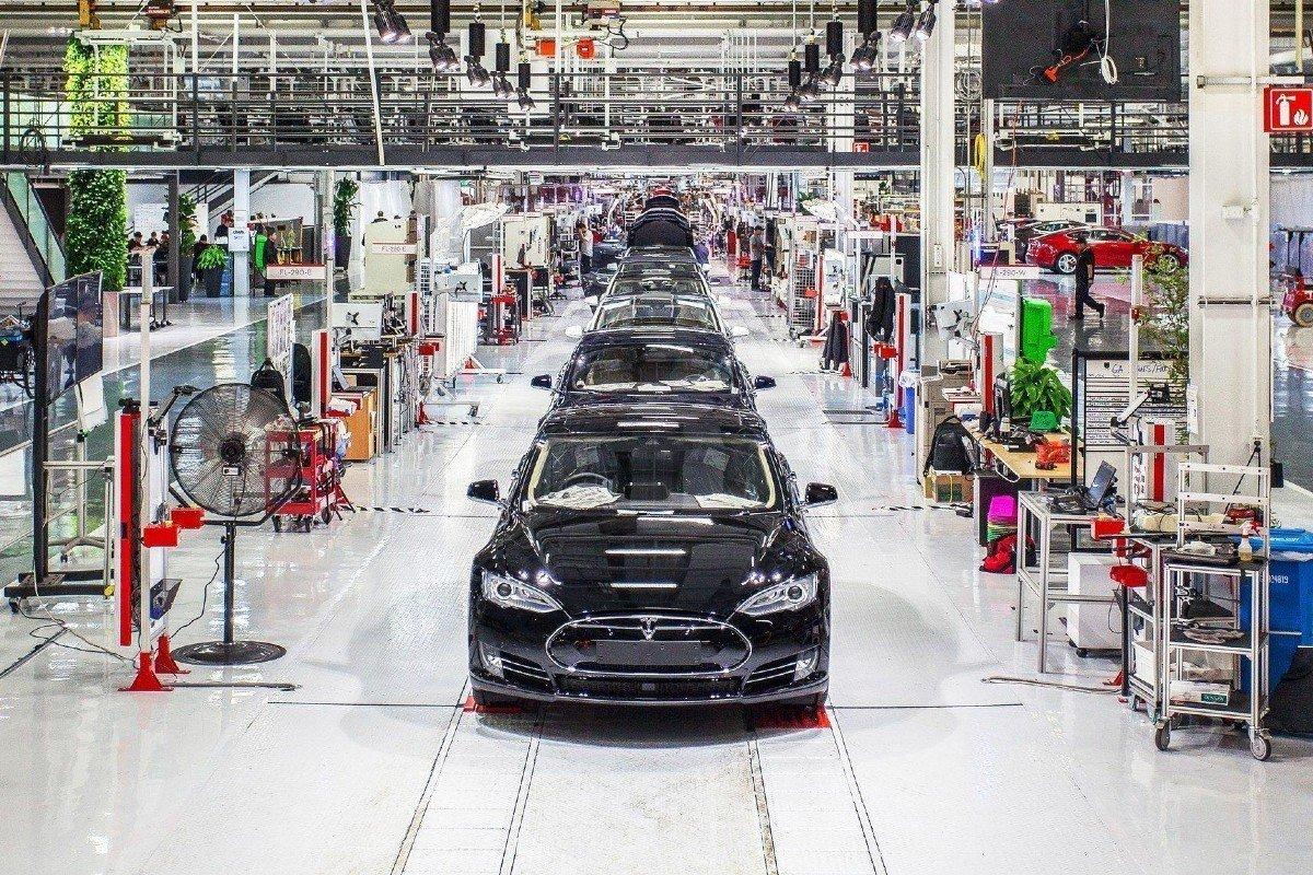 Tesla pintura
