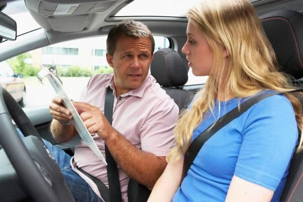 Autoescuelas fase 2: guía para elegir la mejor y sacarte el carnet de conducir