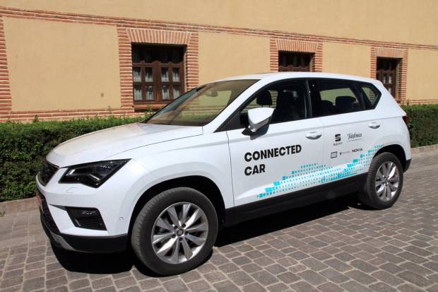 SEAT prueba su primer coche conectado a su entorno en Segovia
