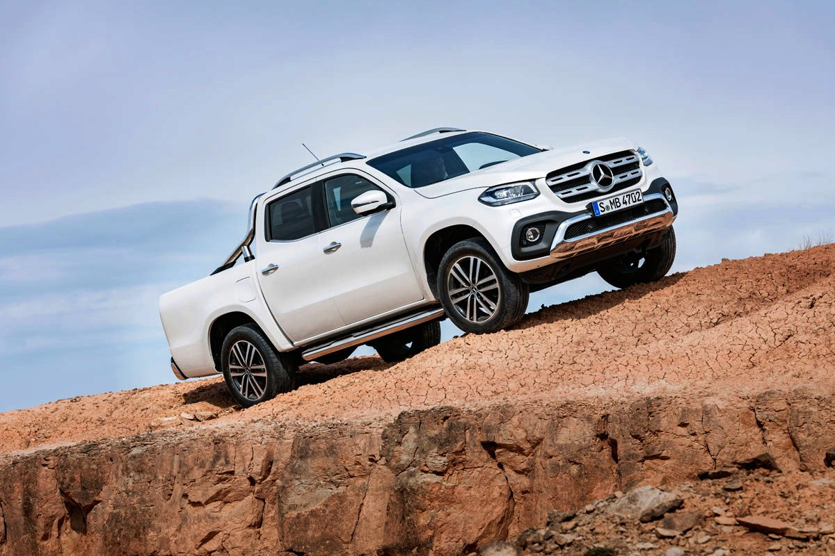 Toyota mejora la gama Hilux con el LEGEND